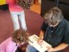 Pierre Bailly en séance de dédicaces privilégiée avec les enfants