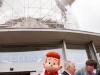 Spirou accueille les invités à l'Atomium !