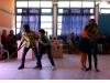 J'étais accueilli dans les écoles par des spectacles de bienvenue très chouettes. Ici, une véritable chorégraphie sur l'attaque du tigre...