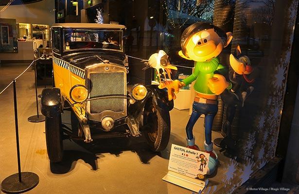 Gaston et sa Fiat s'installe sur les Champs-Elysées pour les Fêtes