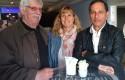 Raoul Cauvin et Tony Laudec entourent leur éditrice, Laurence Van Tricht