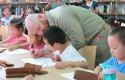 Yoann apprend aux enfants à dessiner leur héros préféré