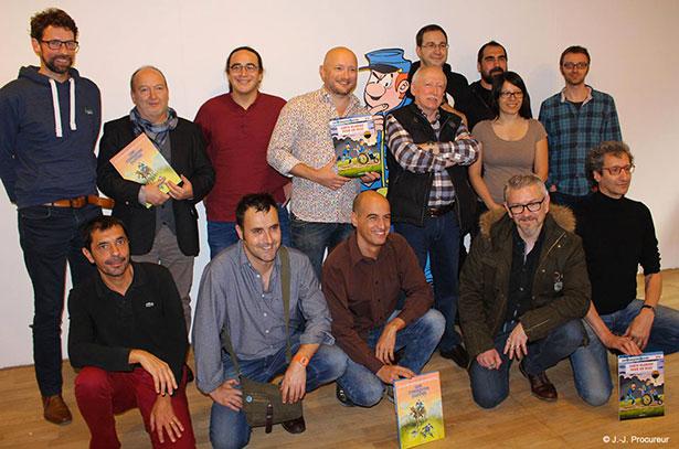 Lambil entouré de quelques auteurs des Histoires courtes des Tuniques Bleues